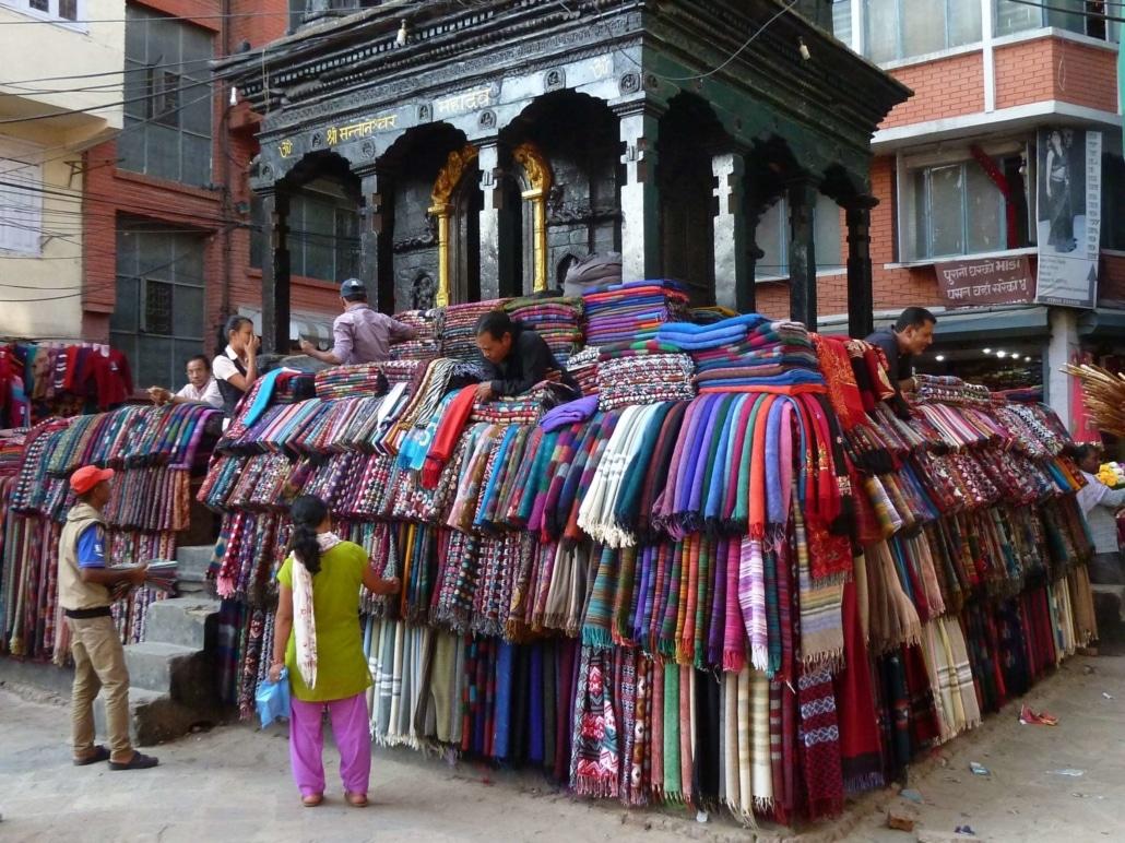 Voyages Sur Mesure Au Népal - Rue commerçante de Katmandou
